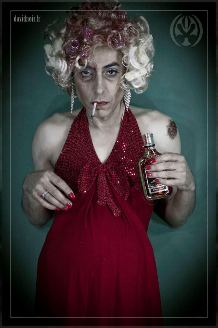 La mère à la bouteille | Incarnations et métamorphoses | Autoportrait © David Noir