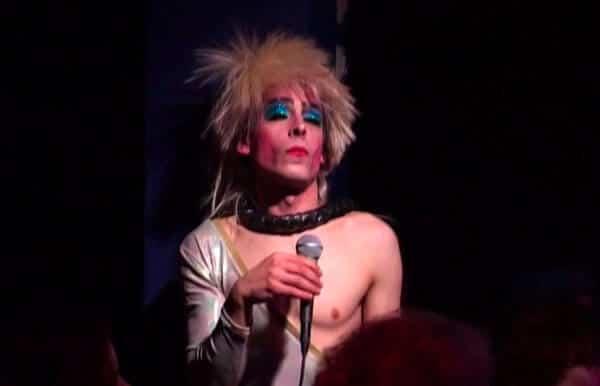 David Noir | Nouveau Cabaret Carton de Sophie Renauld | Capture d'écran