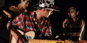 Philippe Savoir, David Noir et Christophe Imbs à la guitare | La Toison Dort Épisode 6 | La communauté de l'anal | Photo © Karine Lhémon
