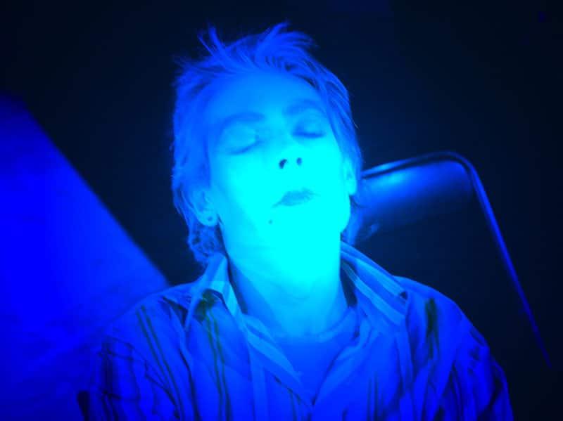 Mensonge de personnage endormi © David Noir 2011 d'après photo © Philippe Savoir 2005 (Répétition de